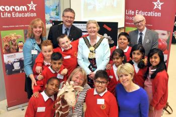 Dr Carol Homden, Cllr Ralph Berry, The Lord Mayor of Bradford, Professor Sir Al Aynsley Green and children from Allerton primary and nursery school celebrate 25 years of CLE
