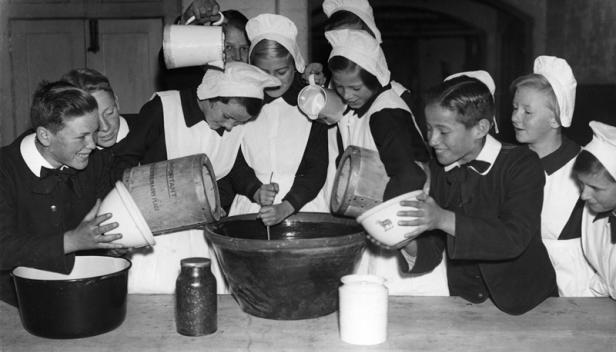 Making Christmas pudding at the Foundling Hospital